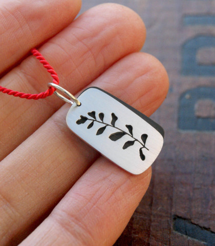 mini frond necklace