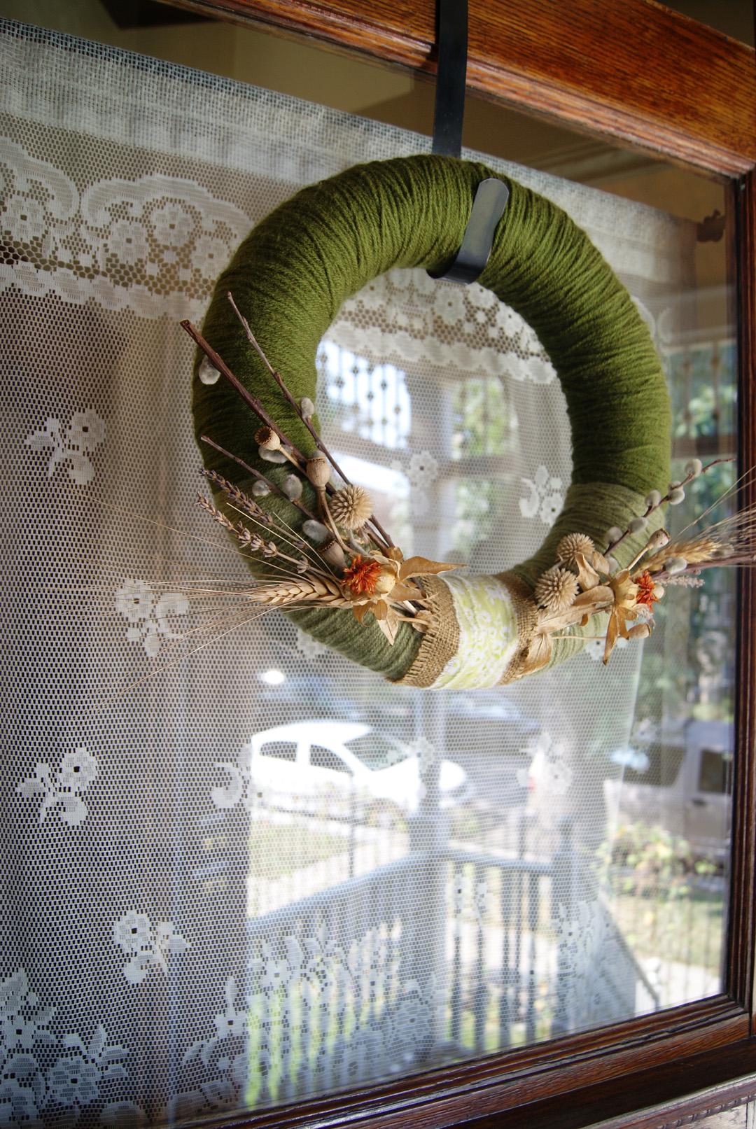 Front door wreath/curtain